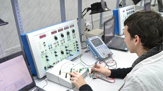 Регулировщик аппаратуры электробезопасность скачать презентацию по электробезопасности на производстве